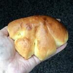 パリール - ブリオッシュクリームパン194円