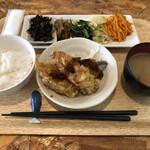 キッチン くじら - くじら定食(日替わりメニュー)
