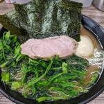 らーめん武蔵家 - 半熟玉子ラーメン(並盛)  +  ホーレン草
