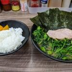 らーめん武蔵家 - 半熟玉子ラーメン(並盛)   ¥750 ホーレン草   ¥100 中ライス  (無料)