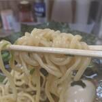 らーめん武蔵家 - 中太微ウェーブ麺