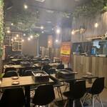 大阪焼肉HANABI - 内観写真:奥行きのある店内です。