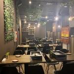大阪焼肉HANABI - 内観写真:奥行きのある店内です