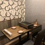 大阪焼肉HANABI - 内観写真:半個室。