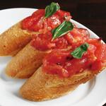 フレッシュトマトと自家製ドライトマトのブルスケッタ