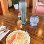 レストランポム - 料理写真:変わらぬスタイルのサラダとお水