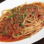 柔らかく煮込んだタコのスパゲッティ