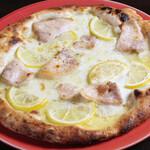 豚バラ肉のコンフィとレモンのピッツァ
