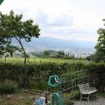 山のうどん屋 - 入口からの眺め