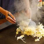 昭和や - 焼きそば 調理シーン
