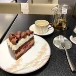 ル・ショコラ・アラン・デュカス - テーブルウェアも素敵です
