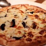 ピアノ ピアノ - ナスとチーズのピッツァ
