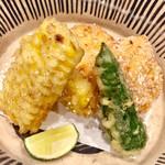 133960654 - 「時期のひと品目」車海老の海老真薯です 山科唐辛子ととても甘い群馬の玉蜀黍が合わせてあります