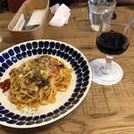 ワールドブックカフェ - トマトソースパスタとワイン