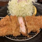 とんかつ とん米 - ロースかつの断面('20/07/29)