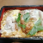 鶏鬨 - 勝鬨重 いわゆるカツ丼のチキンカツバージョンです