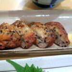 宝山 いわし料理 大松 - 香ばしく弾力のあるさつま揚げ。 噛み締める度に旨みが湧き出す