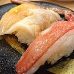 寿司虎 - 虎の3貫づくし(生ズワイガニ、やりいか沖漬け、つぶ貝)