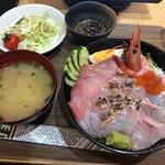 店屋町のでめきん - 海鮮丼カニ味噌汁付