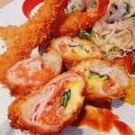 Tonkatsuyoushokunomiseitiban - 特性チーズカツには野菜もたっぷり
