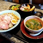 133976068 - 濃厚魚介つけ麺スペシャル・肉増し