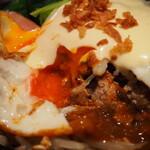 スタイリッシュグリル Tyu - ベーコンチーズエッグハンバーグ(目玉焼きの黄身は半熟)