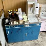 橋本製麺所 - 有名人の方々ご来店。 醤油も販売している。