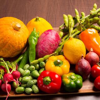 無農薬で育った新鮮&安心なお野菜と、無薬の地鶏を使用