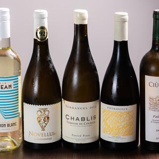 日本酒、焼酎、ワインなど、お酒も種類豊富に取り揃えております