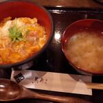 鳥あさ - 丼と汁物。けんちん汁?が具沢山で素晴らしく美味しい。