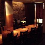 皆月 - 皆月(西原):カウンターと厨房入り口