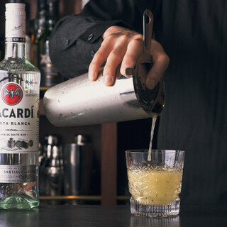 季節のカクテルや全国のジン・ウイスキーなど豊富にラインアップ