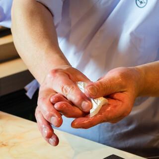 「枠から外れず、枠を恐れず」。伝統と革新が同居した寿司コース
