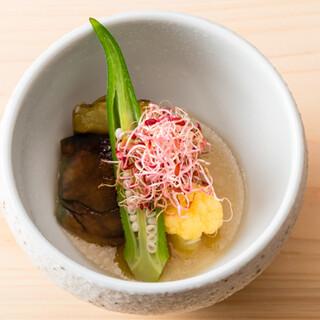寿司と酒の相性を考え、野菜との対話から生まれる「料理」