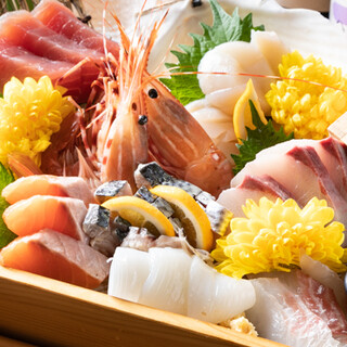 厳選された旬食材を使用。海鮮もリーズナブルに楽しめます!