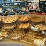 Eiger - 料理写真:パン コーナー①