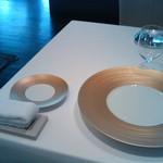 レストラン サンパウ - スペイン料理でタオルおしぼりですよ、でも途中で下げちゃうのがさびしい