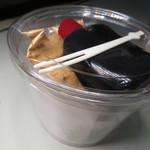 小久保商店 - 葛餅。きな粉と黒蜜がセットになってます。