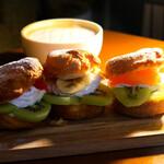 Cafe garage Dogberry - フルーツパイのスライダー