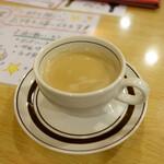 サンサール - サービス品:店内で待っている間にネパールの紅茶を頂きました。甘くて美味しかった。
