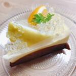 HANS洋菓子店 - 料理写真:8月のケーキ カシスオレンジ