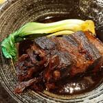 134027557 - 塊の豚肉を濃厚なタレで柔らか~く煮込んだ、ヤミツキになる東坡肉(豚肉の角煮)(ハーフ)