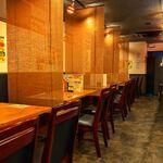 江古田 炭火焼き肉バル 炭治郎 - 隣席との間隔も区切っているので落ち着いた雰囲気で過ごせます。