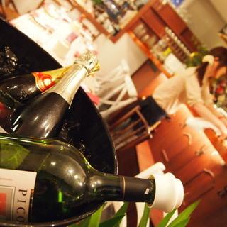 もう一つのこだわり、世界中から仕入れる自然派ワイン!