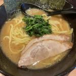 横浜家系ラーメン 銀家 - 料理写真:ラーメン