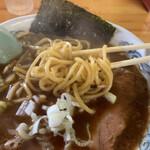 らーめん 萬亀 - モチモチ中太ストレート麺