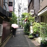 面 - 新御茶ノ水駅近くの緑の小径