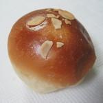 プチ ベア - 料理写真:クリームパン(100円)