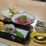 川千家 - 2012.6 季節のランチ(3,500円)の内、お通し、鯉あらい、天ぷら、酢の物、小鉢