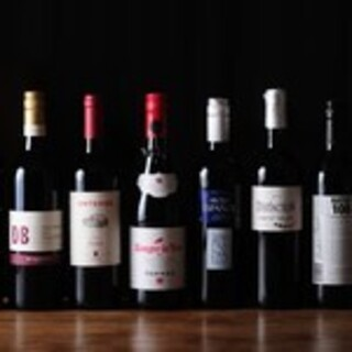お肉のグリルとの相性も抜群の世界各国のワインをご用意